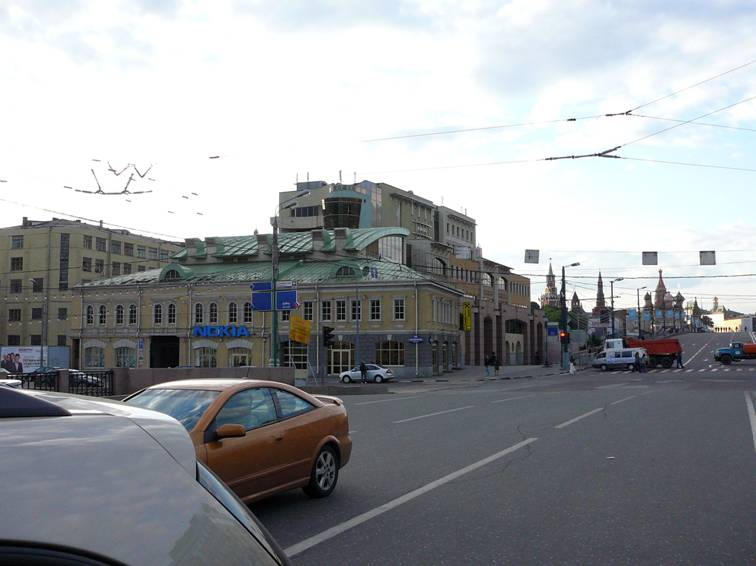 "Formerly there was a full view at Kremlin from Pyatnitskaya and Bolshaya Ordynka streets. But in the early 2000's the business center ""Tsarev Sad� was built (architect Alexei Vorontsov)."
