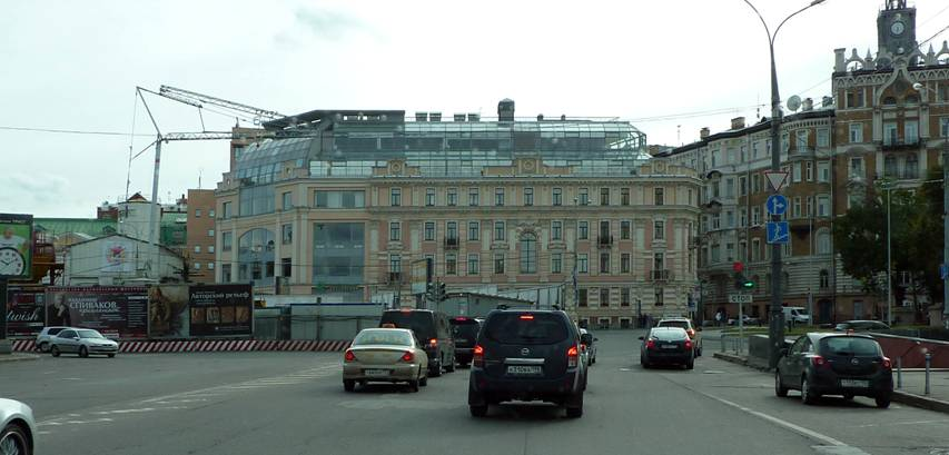 And here is a dummy built on Turgenev Square (Frolov Pereulok, 2 / 4). With the glass superstructure.