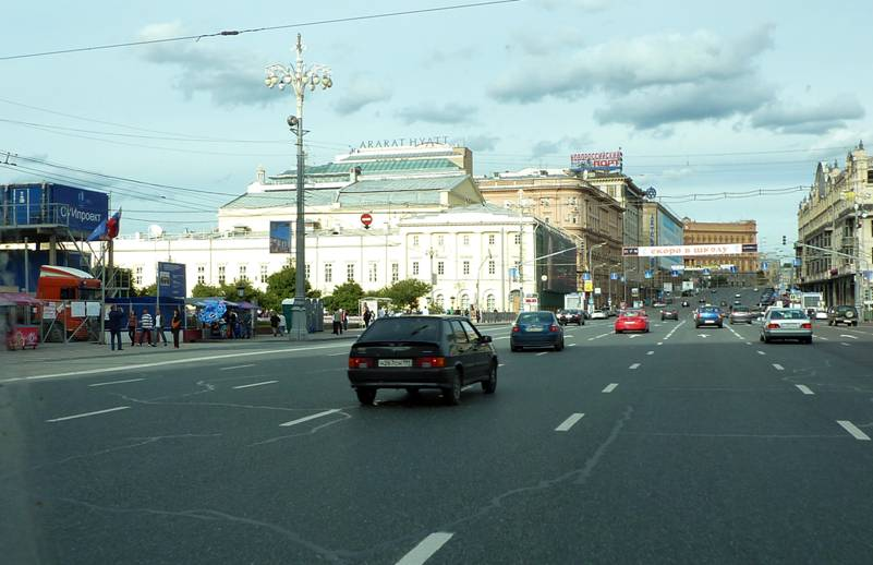 And that's the hotel �Ararat Park Hyatt� (Neglinnaya str., 4). The name is perfect for overhanging above the center of Moscow ...
