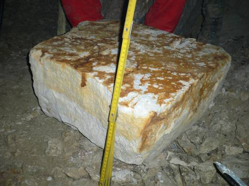 The block, broken off in the course of the experiment in 2006.
